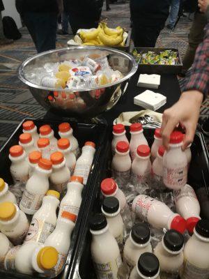 Refreshmentsはヨーグルトや果物が提供されます